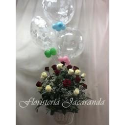 Cesta de rosas y globos