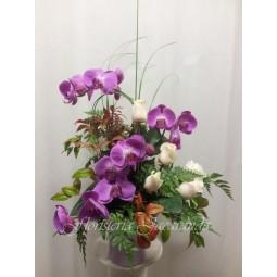 Centro de orquídeas y rosas